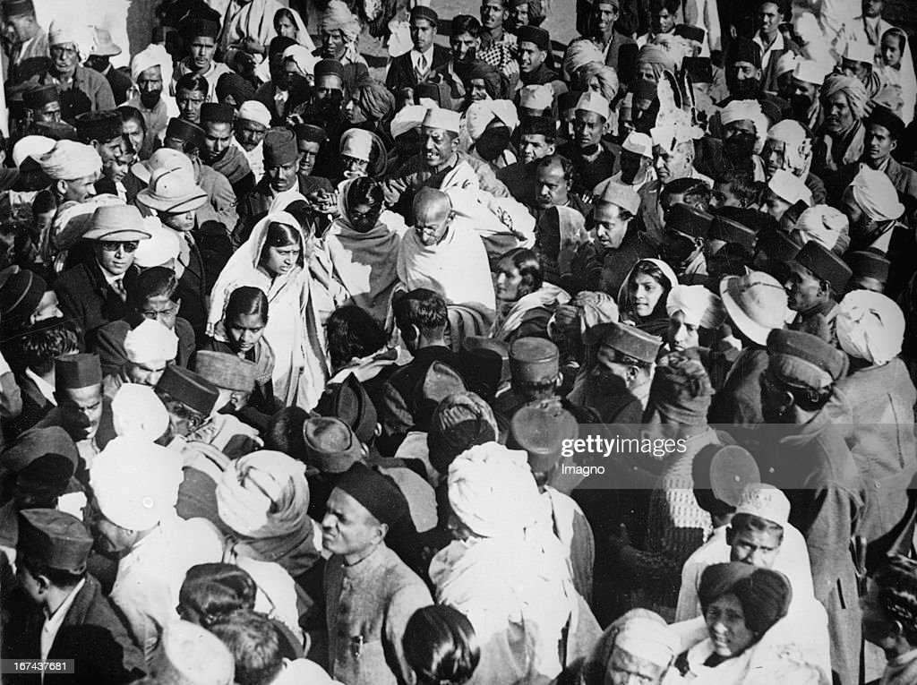 Indian pacifist Mahatma Gandhi in Delhi. Photograph. About 1930. (Photo by Imagno/Getty Images) Der indische Pazifist Mahatma Gandhi in Delhi. Photographie. Um 1930.