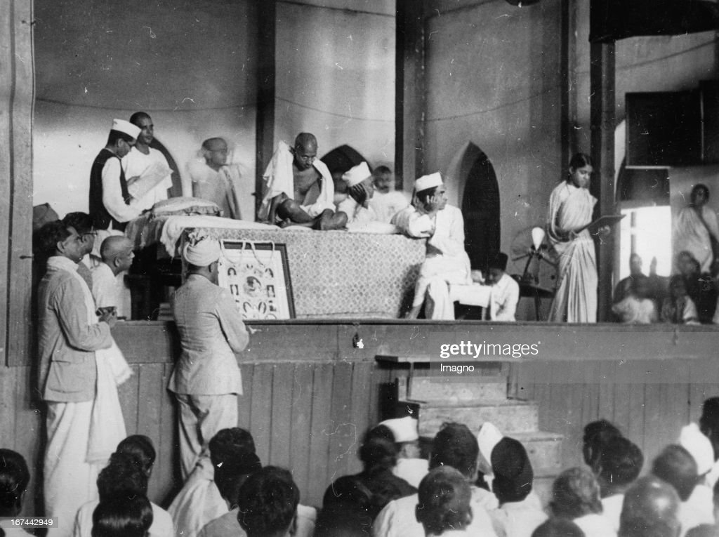 Indian pacifist Mahatma Gandhi. Photograph. About 1930. (Photo by Imagno/Getty Images) Der indische Pazifist Mahatma Gandhi in Indien. Photographie. 1934.