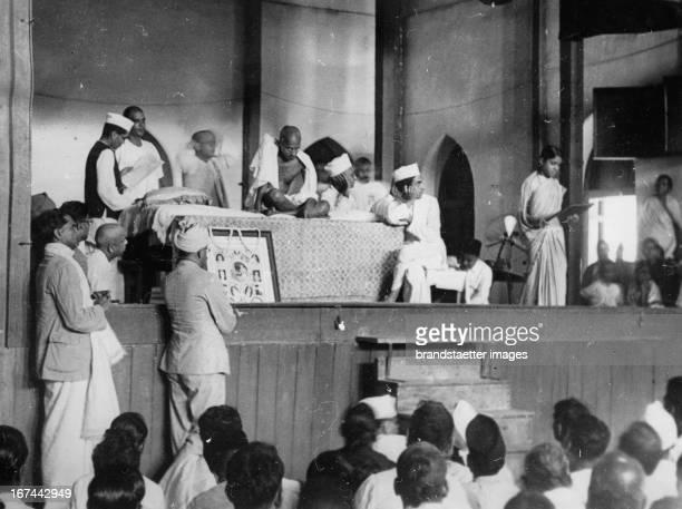 Indian pacifist Mahatma Gandhi Photograph About 1930 Der indische Pazifist Mahatma Gandhi in Indien Photographie 1934