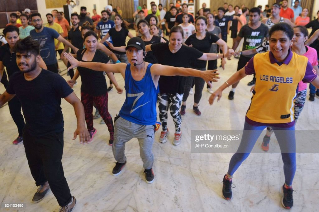Indian participants take part in a Zumba fitness session in Amritsar on July 29 2017 / AFP PHOTO / NARINDER NANU