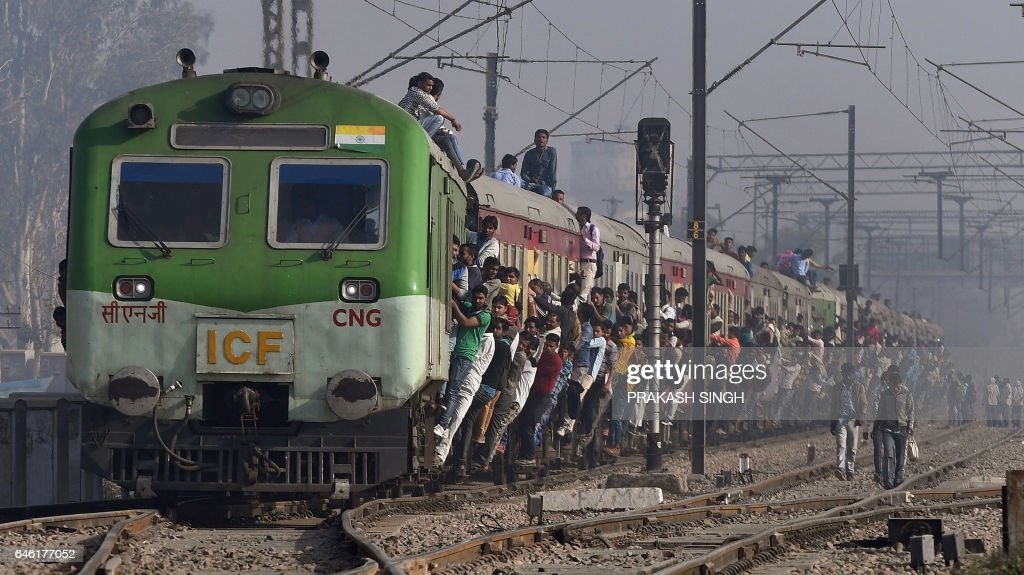 TOPSHOT-INDIA-ECONOMY-GDP-TRANSPORT : News Photo