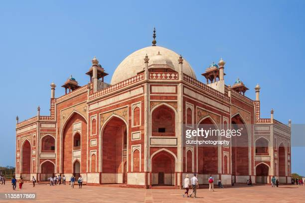 indian people at humayun's tomb in new delhi - humayun's tomb stock pictures, royalty-free photos & images