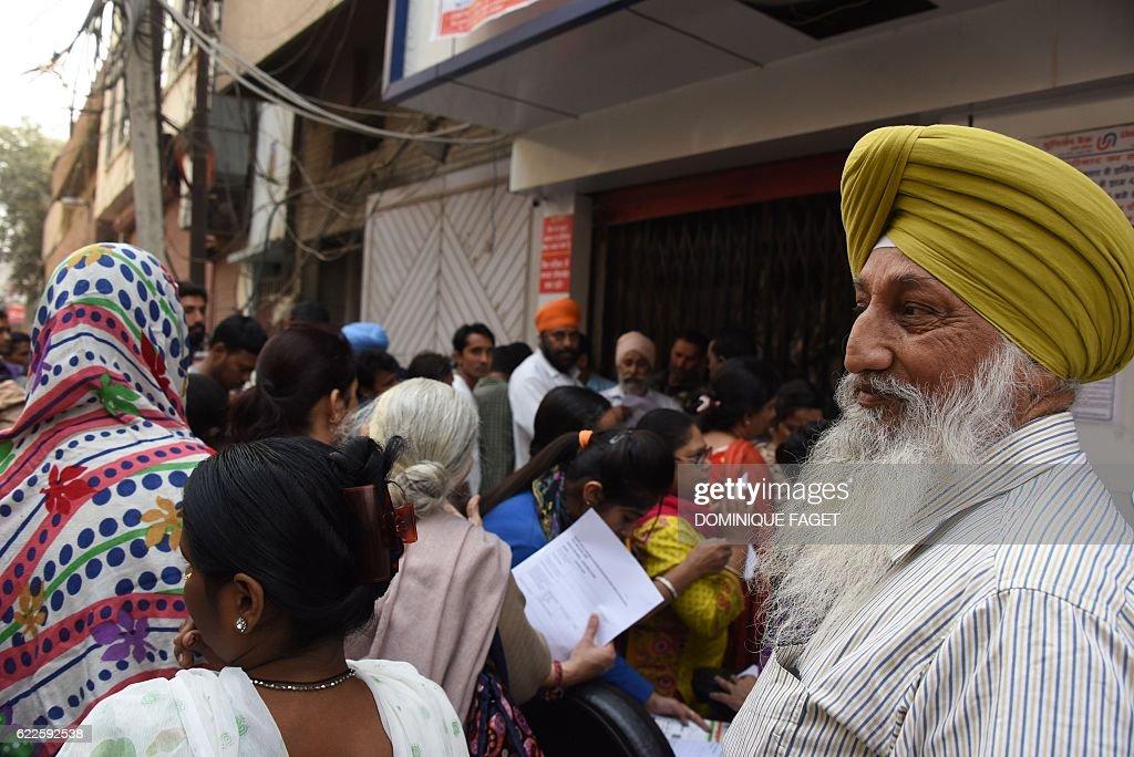 INDIA-ECONOMY-CURRENCY : News Photo