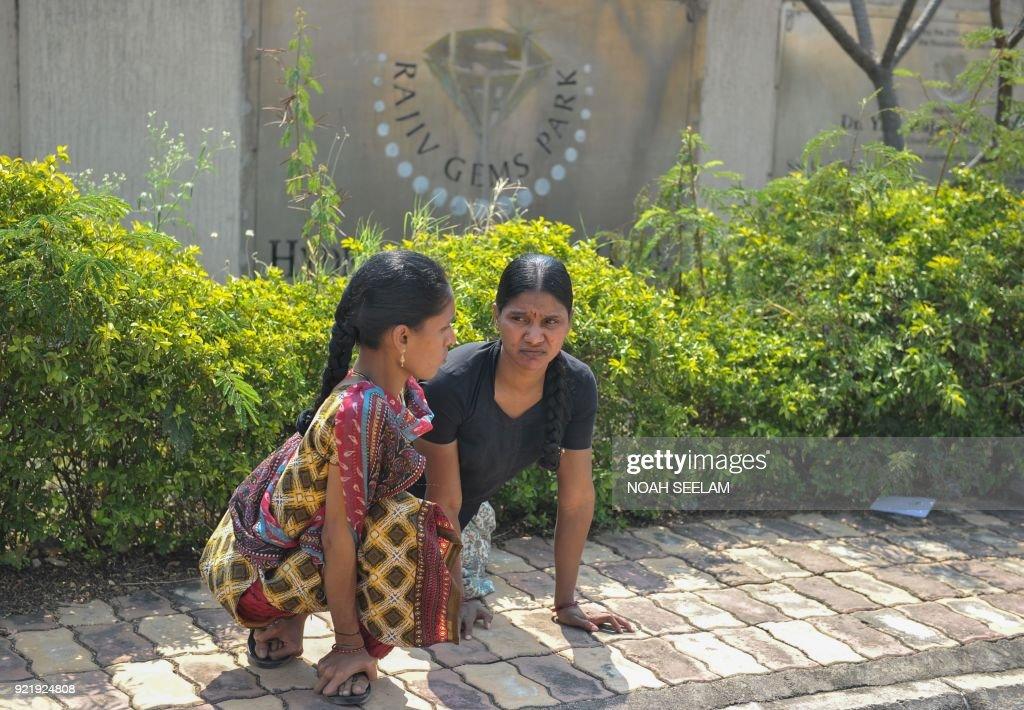 INDIA-BANKING-CRIME-JEWELLERY : News Photo