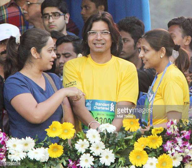 Indian playback singer Shaan during the Standard Chartered Mumbai Marathon 2012 in Mumbai on Sunday