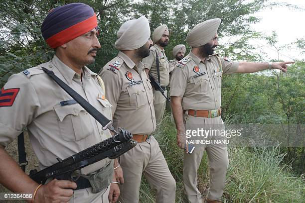 Indian police gather near the IndianPakistan border at Rear Kakkar about 40km from Amritsar on October 4 2016 / AFP / NARINDER NANU