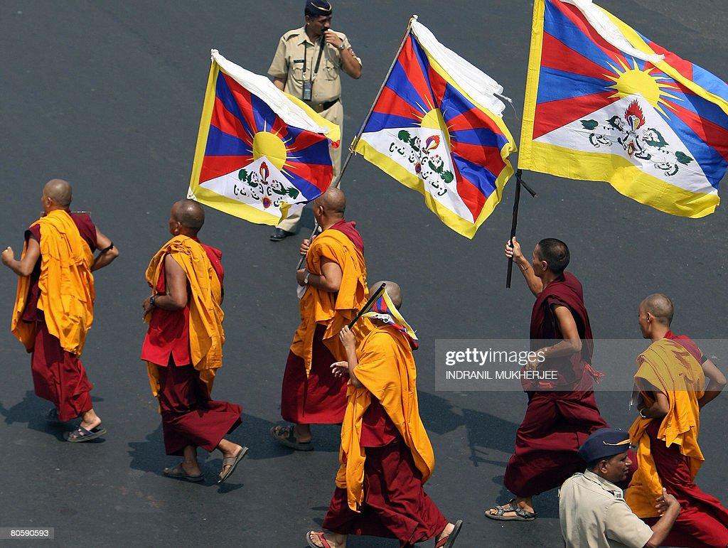 Indian policeman watch Tibetan monks on : News Photo
