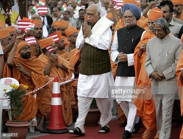Indian President A P J Abdul Kalam Pramukh Swami Maharaj Indian Prime Minister Manmohan Singh and the Leader of Parliamentary Opposition L K Advani...