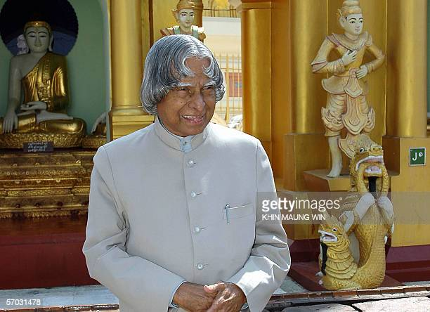 Indian President Abdul Kalam poses for a photo in front of Buddha statues during a visit to the famous Shwedagon Pagoda in Yangon 09 March 2006 Kalam...