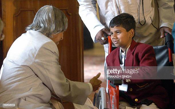 Indian President APJ Abdul Kalam congratulates one of the winner of the 'Bravery Awards 2003' Riyaz Ahmad at the Presidential Palace in New Delhi 22...