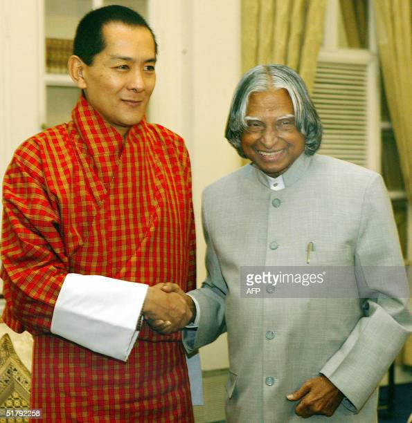 Indian President APJ Abdul Kalam shakes hands with the King of Bhutan Jigme Singye Wangchuck during a meeting at the Presidential Palace in New Delhi...