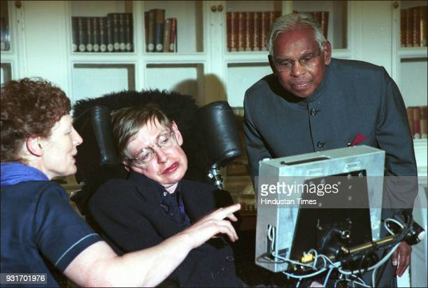 Indian President K.R. Narayanan with British physicist and award-winning author Stephen Hawking at Rashtrapati Bhawan, on January 15 in New Delhi....