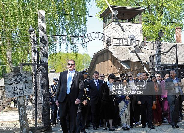 Indian President Pratibha Devisingh Patil with members of her delegation pass by the main gate with the inscription Arbeit macht frei or work...