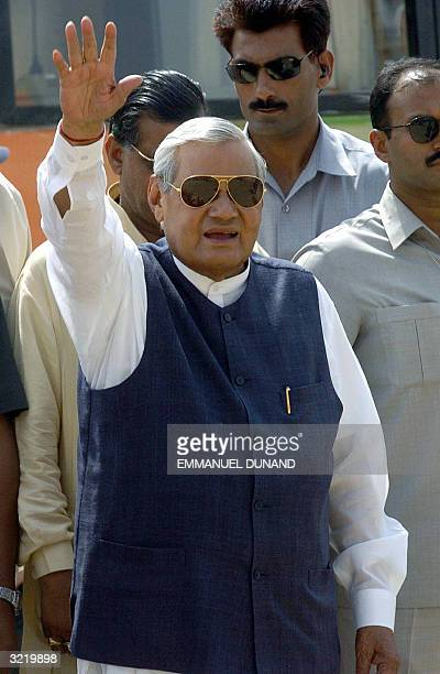 Indian Prime Minister Atal Behari Vajpayee waves to supporters upon arrival to address a rally for the ruling Bharatiya Janata Party in Lucknow 05...