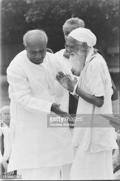 Indian Prime Minister Deve Gowda with one of the earliest environment crusader in India Sunderlal Bahuguna in New Delhi, June 25, 1996.