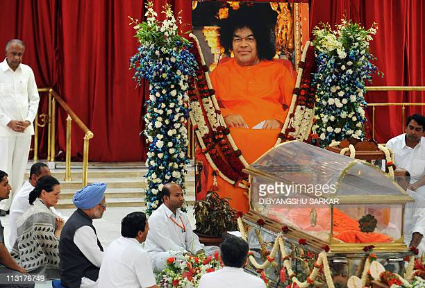 Indian Prime Minister Manmohan Singh and Congress president Sonia Gandhi with other devotees pay their last respects to Hindu guru Sathya Sai Baba...