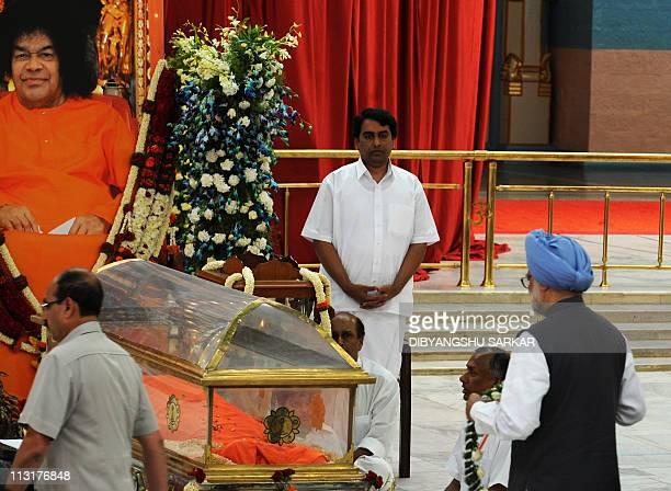Indian Prime Minister Manmohan Singh pays his last respects to Hindu guru Sathya Sai Baba inside Prashanthi Nilayamat Puttaparthi village some 200...