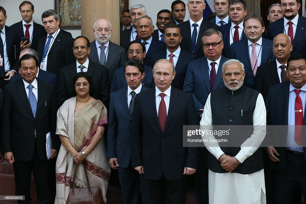 Indian Prime Minister Narendra Modi (R) and Russian President Vladimir Putin (C) pose for a photo with delegations in the Haidarabad Palace on December 11, 2014 in Delhi, India. Putin is having a two-days visit to India.