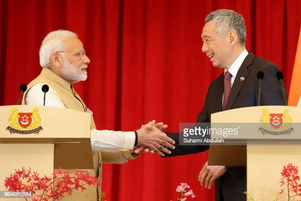 Indian Prime Minister Narendra Modi and Singapore Prime Minister Lee Hsien Loong shake hands at the end of the joint press conference at the Istana...