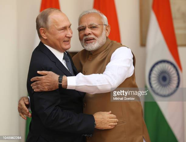 Indian Prime Minister Narendra Modi greets Russian President Vladimir Putin during the welcomong ceremony on October 5, 2018 in New Delhi, India....