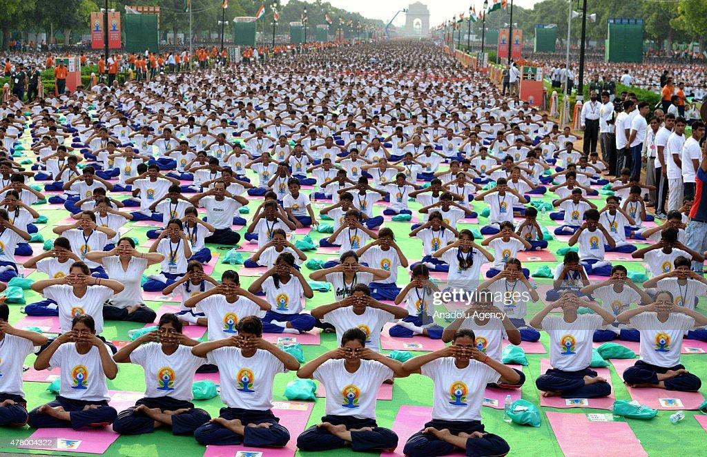 Indian PM Modi leads mass yoga session on Int'l Yoga Day in New Delhi : News Photo