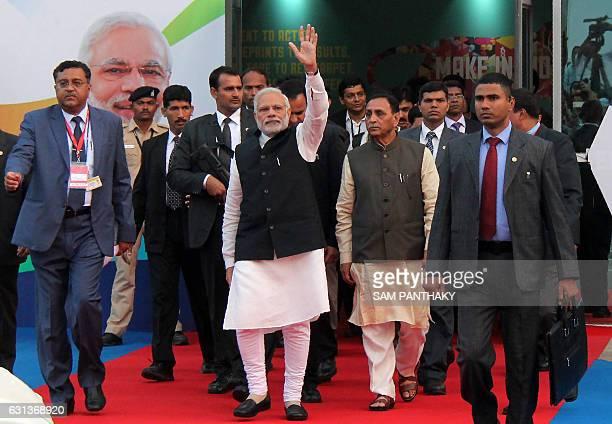Indian Prime Minister Narendra Modi waves after inaugurating Vibrant Gujarat Global Trade Show in Gandhinagar on January 9 2017 / AFP / SAM PANTHAKY