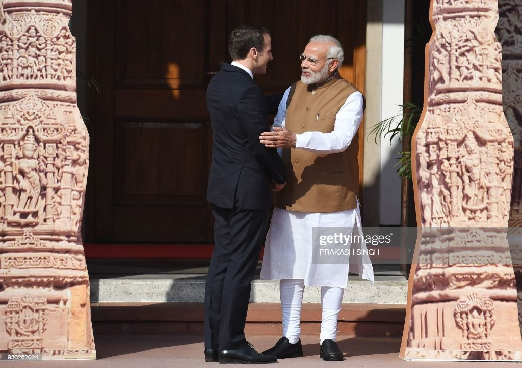 Indian Prime Minister Narendra Modi (R) welcomes French President Emmanuel Macron to the founding conference of the International Solar Alliance in New Delhi on March 11, 2018. The International Solar Alliance (ISA) organizes more than 121 'sunshine' countries that are situated or have territory between the Tropic of Cancer and the Tropic of Capricorn, with the aim of boosting solar energy output in an effort to reduce global dependence on fossil fuels. / AFP PHOTO / Prakash SINGH