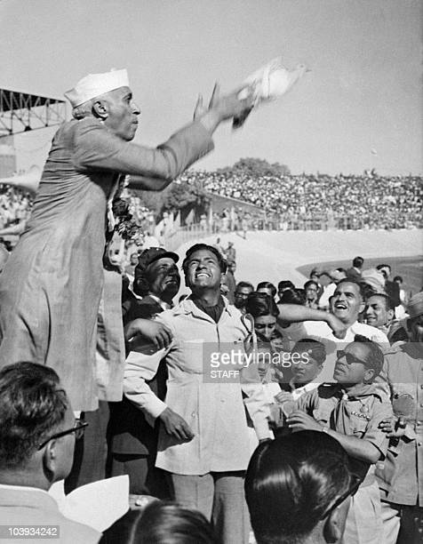 Indian prime minister Pandit Jawaharlal Nehru launchs a dove as a symbol of peace 18 November 1954 during a huge demonstration held in honour of his...