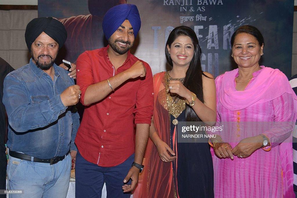 Indian Punjabi singer and actors Ranjit Bawa Sardar Sohi actresses Shifali Shrama Sethi and Sunita Dhir pose during a promotional event for the...