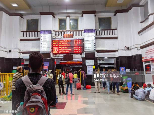 indian railway station scene - bangalore stock pictures, royalty-free photos & images