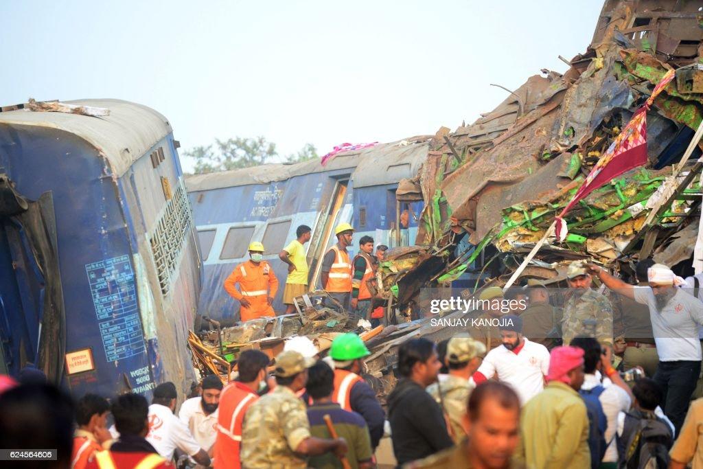 TOPSHOT-INDIA-TRAIN-ACCIDENT : News Photo