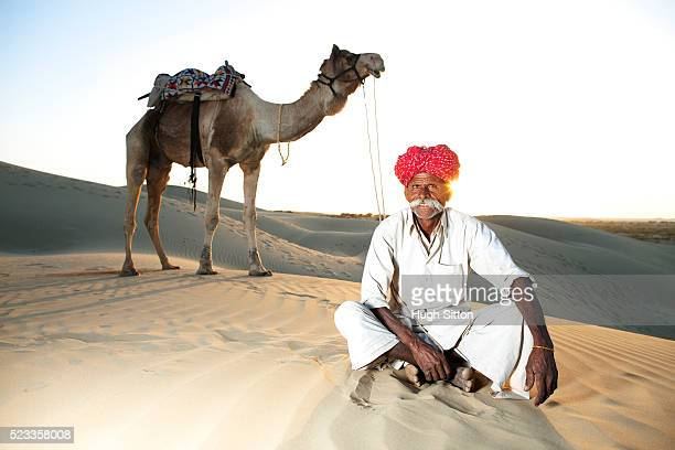 indian rjasthani man in the thar desert - hugh sitton india stock pictures, royalty-free photos & images