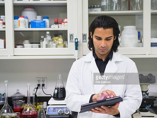 indian scientist working in laboratory - fabricage apparatuur stock pictures, royalty-free photos & images