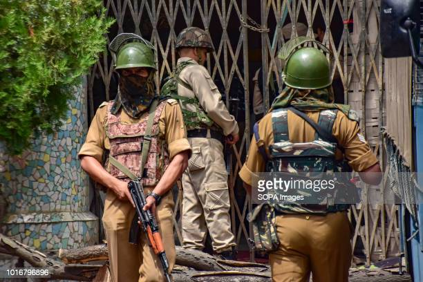 SRINAGAR SRINAGAR JAMMU KASHMIR INDIA Indian Security personnels seen on guard as security has been beefed up across the Kashmir valley ahead of...