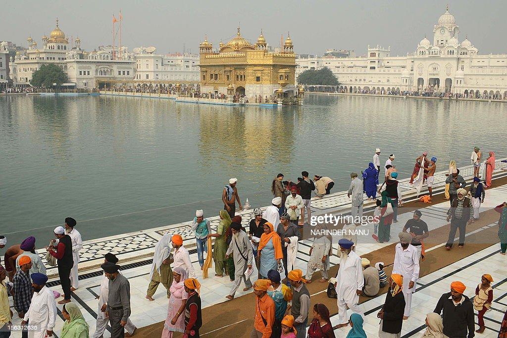INDIA-RELIGION-SIKH-DIWALI : News Photo