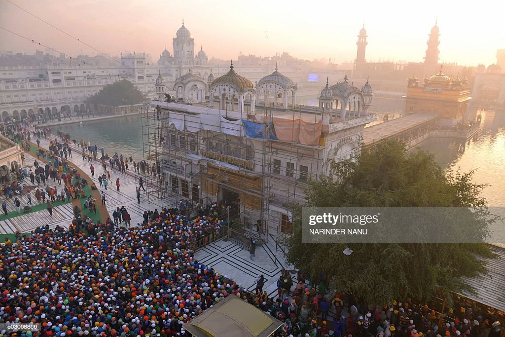 Indian Sikh devotees pay respects on the first day of the year at the Golden Temple in Amritsar on January 1 2016 AFP PHOTO/NARINDER NANU / AFP /...