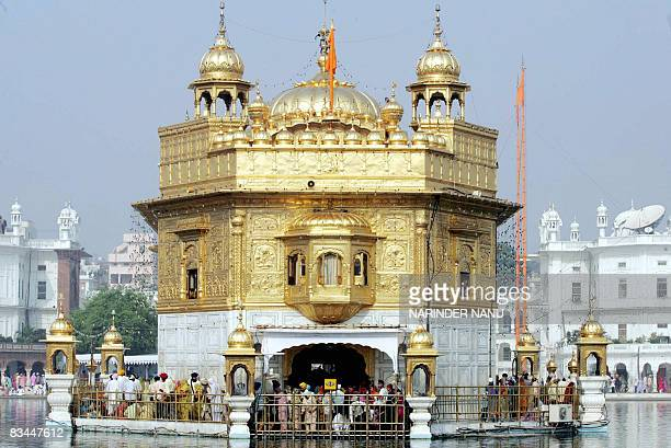 Indian Sikhs paying obeisance at the Golden temple on the eve of the festival of Bandi Chhor Divas in Amritsar on October 27 2008 BandiChhor Divas...