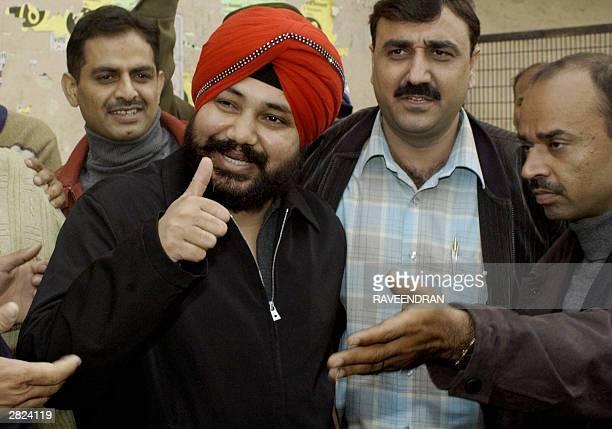 Indian singer Daler Mehandi gestures to photographers as he arrives at Tis Hazari Court in New Delhi 20 December 2003 Police arrested Mehandi 19...