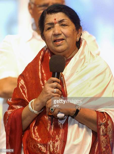 Indian singer Lata Mangeshkar sings a line from one of her songs during her 75th Birthday celebrations at the Andheri Sports Complex in Bombay 28...