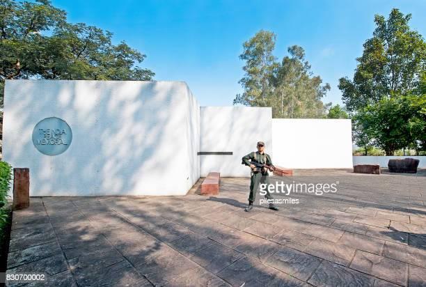 赤ヒル戦争記念碑、インパール, マニプール、インドでインド人の兵士。 - 戦争記念碑 ストックフォトと画像