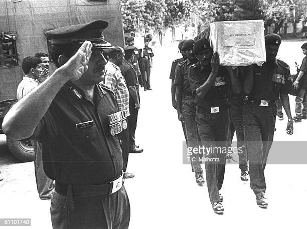 Indian Soldiers Salute June 161999 In New Delhi To The Body Of Major Vivek Gupta Who Lost His Lives Fighting Islamic Infiltrators In Indian Kashmir