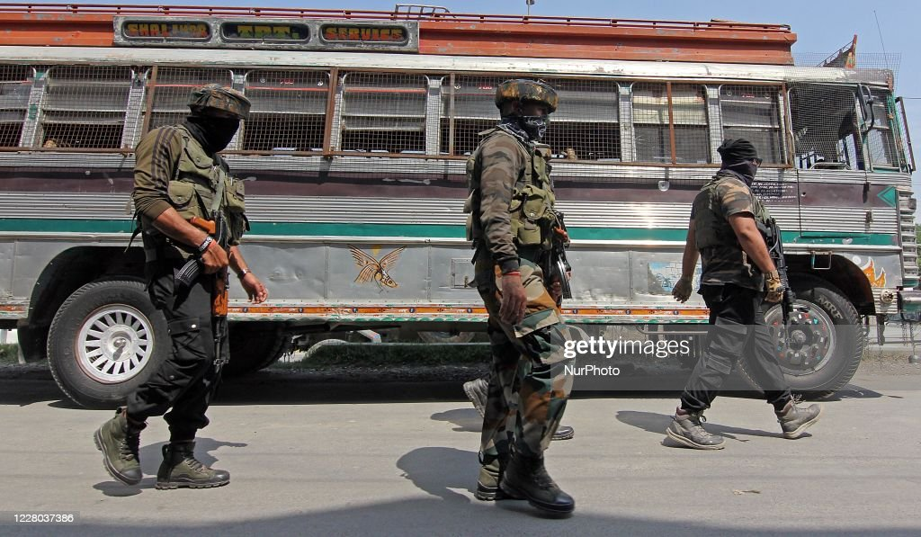 Two Cops Killed Ahead Of Independence Day In Kashmir : Nieuwsfoto's