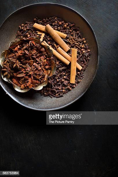 indian spices - gewürznelke stock-fotos und bilder