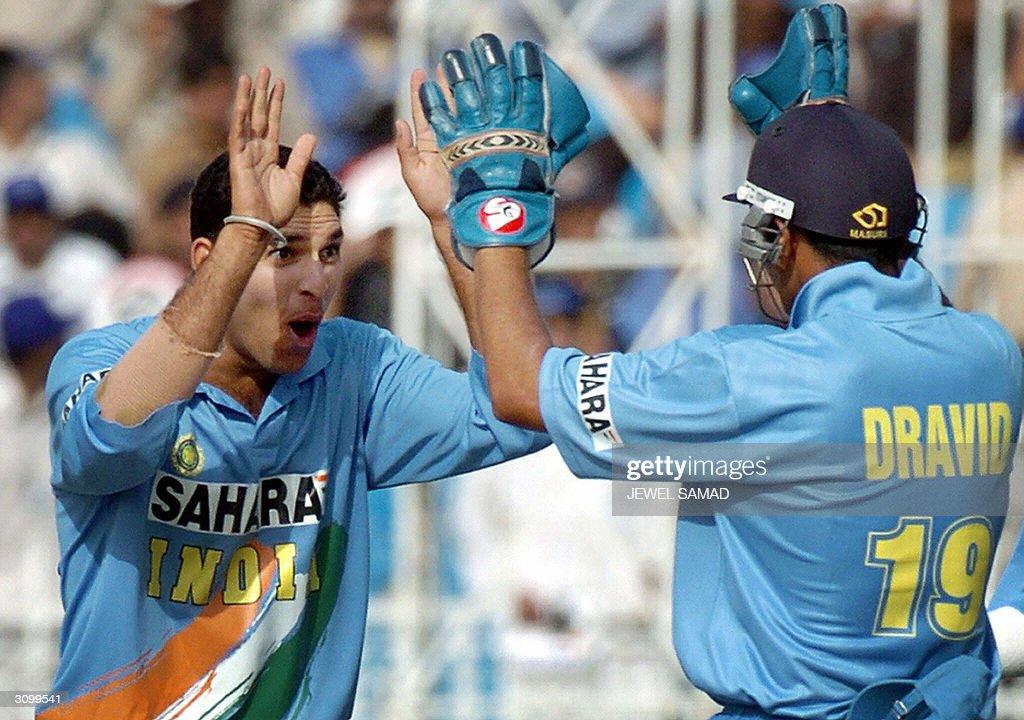 Indian spin bowler Yuvraj Singh (R) cele : News Photo