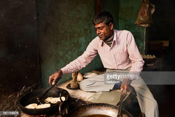 Indian Straßenverkäufer Essen zubereiten – jalebi