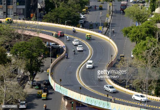 Indian vehicles travel on a flyover in Ahmedabad on March 31 2017 / AFP PHOTO / SAM PANTHAKY
