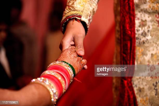 cerimônia de casamento indiano, entrada da noiva - hinduísmo - fotografias e filmes do acervo