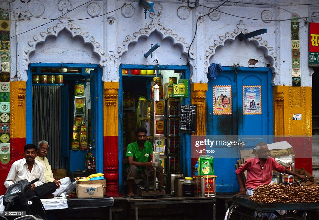 Most Inspiring Indian Eid Al-Fitr Feast - indian-wholesale-shopkeepers-wait-for-customers-on-the-eve-of-muslims-picture-id545203134  Pictures_1084100 .com/photos/indian-wholesale-shopkeepers-wait-for-customers-on-the-eve-of-muslims-picture-id545203134