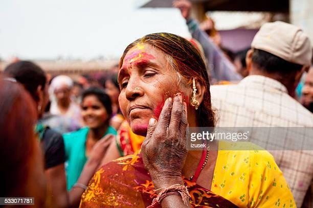 indian woman celebrating holi fest - izusek stock photos and pictures