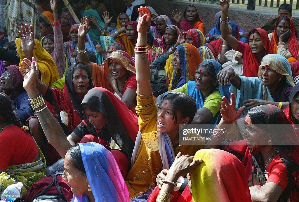 Indian woman farmers shout anti-governme : News Photo